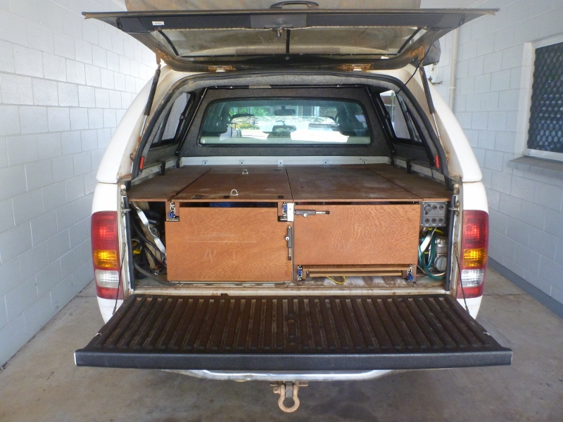 Hilux tray with drawer system