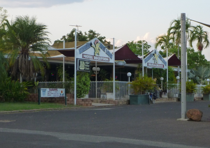 katherine river lodge outside