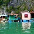 floating houses in ha long bay