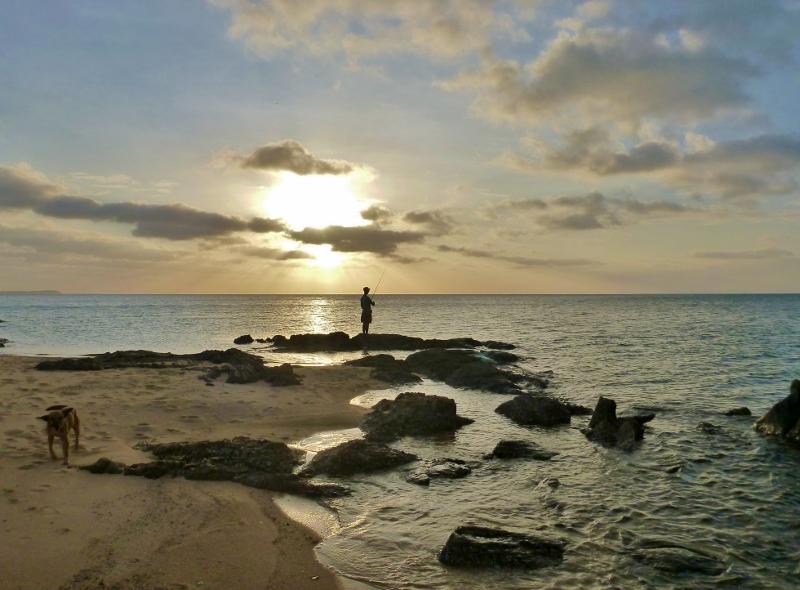 joe fishing at alau beach umagico (2)