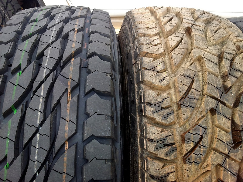 bridgestone D697 vs D694 closeup