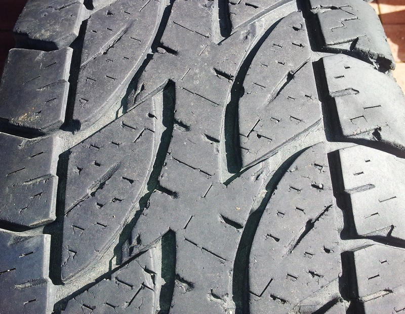 dueler D694 tread closeup