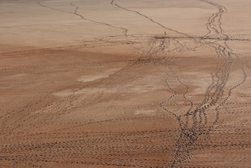lake ballard sculptures footprints