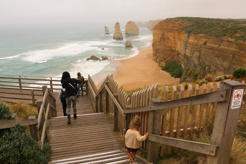 12 apostles walking to lookout